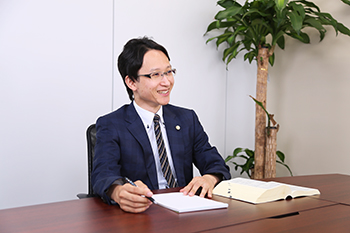 弁護士 大佛康二(オサラギ コウジ)